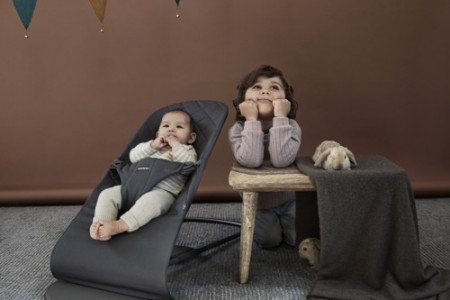 BABYBJÖRN gultukas BLISS, anthracite + medinis žaislas, 606021 606021